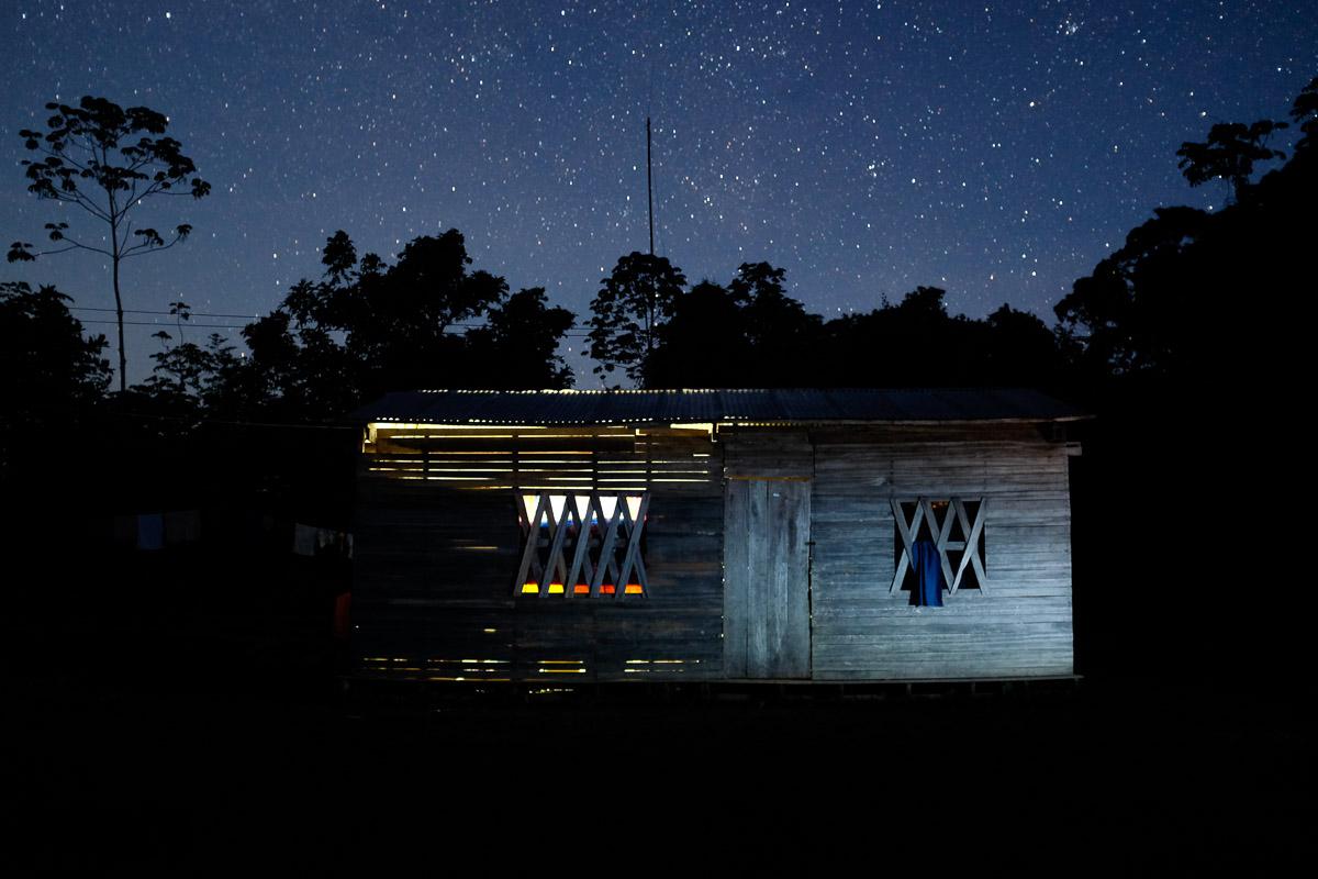 <h5>San Marcos</h5><p>Sob um imenso céu estrelado, sem qualquer fonte de poluição luminosa e atmosférica num raio de largas dezenas de quilómetros, a casa de Ilda, com apenas duas divisões, na qual pernoitámos no final do primeiro dia de viagem, ergue-se perante a muralha da floresta amazónica. </p>