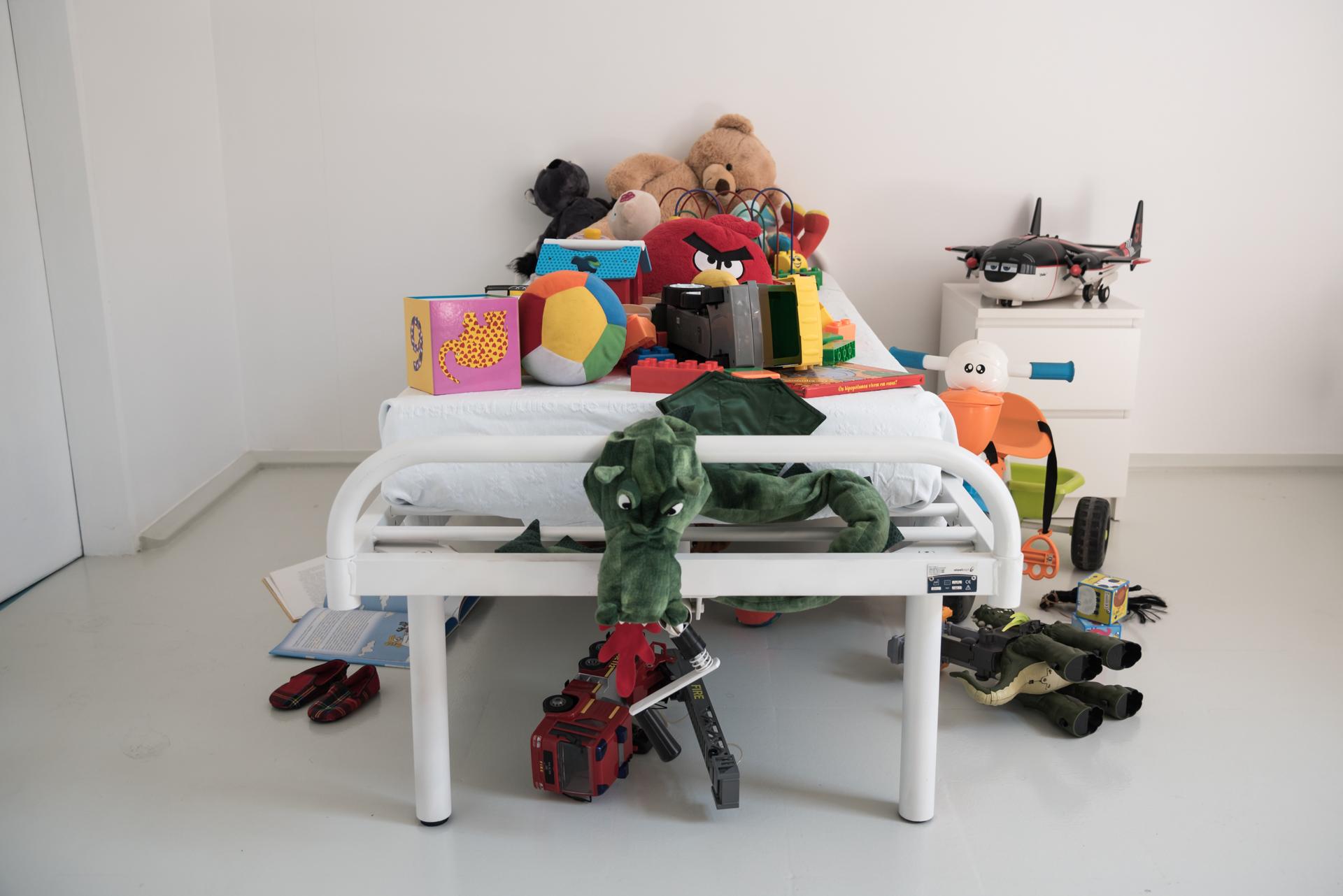 <p>Em  Portugal  existem,  apenas,  24  camas  de internamento  para  psiquiatria  de  crianças  e adolescentes.</p>