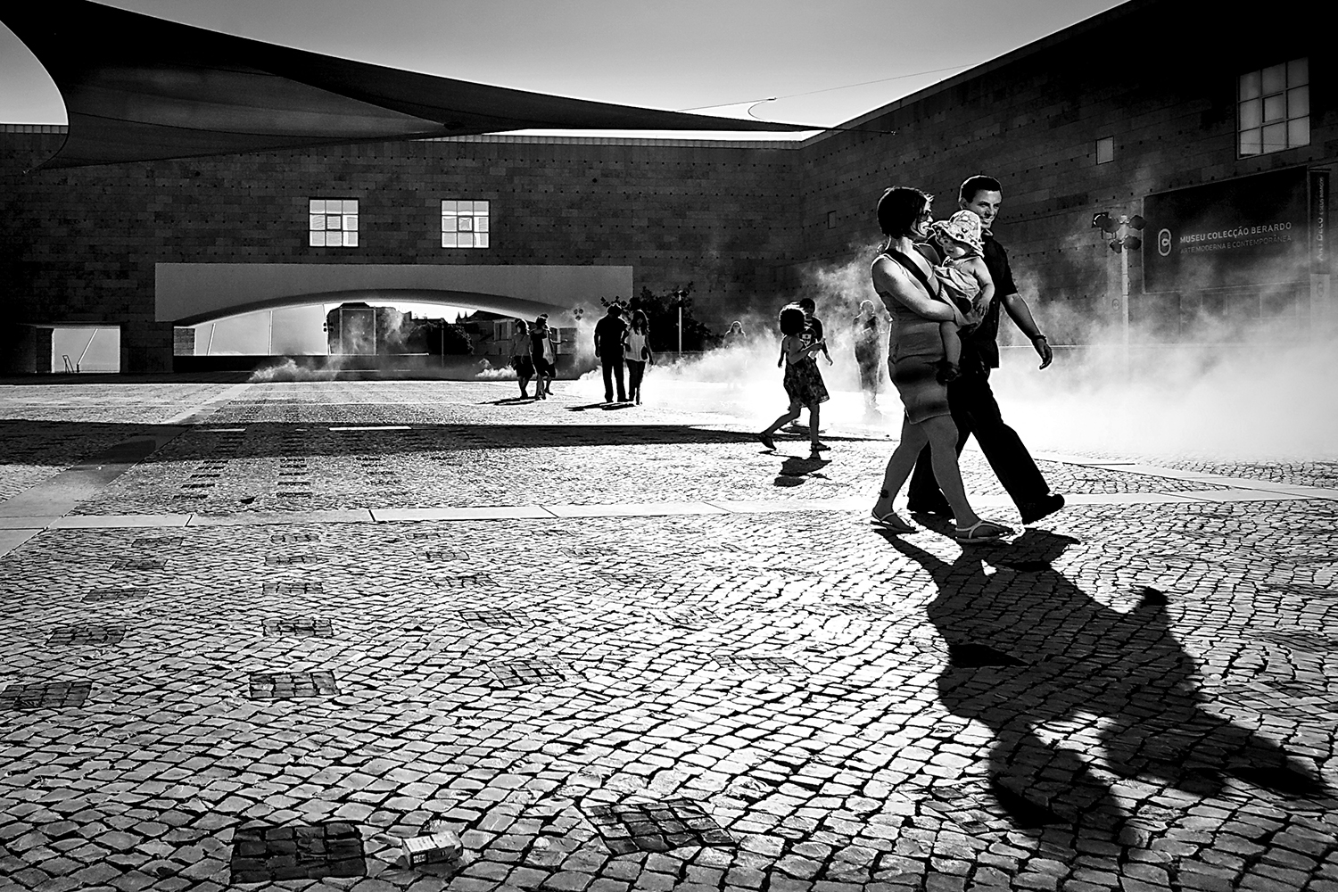 <h5>familia feliz | happy family, Lisboa 2009</h5>