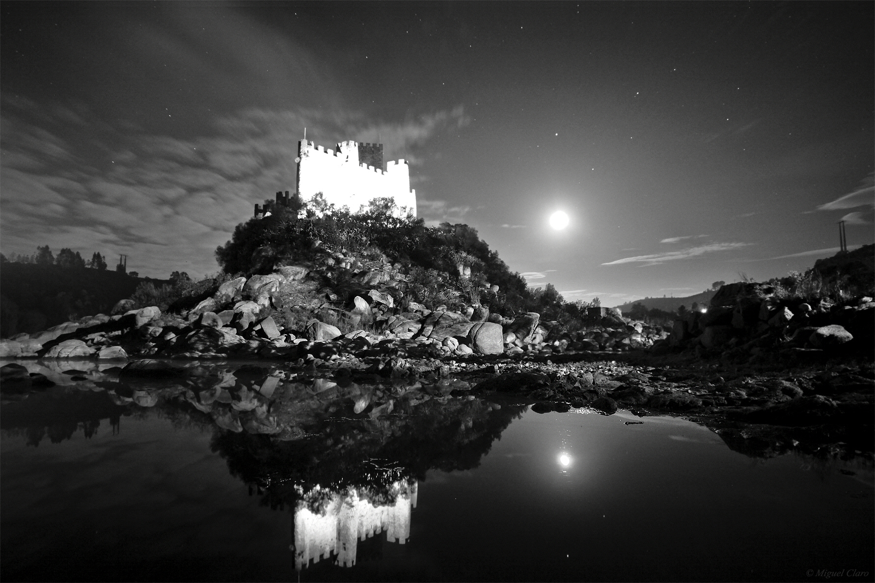 <h5>A Moon magical moment, in Almourol Castle</h5>