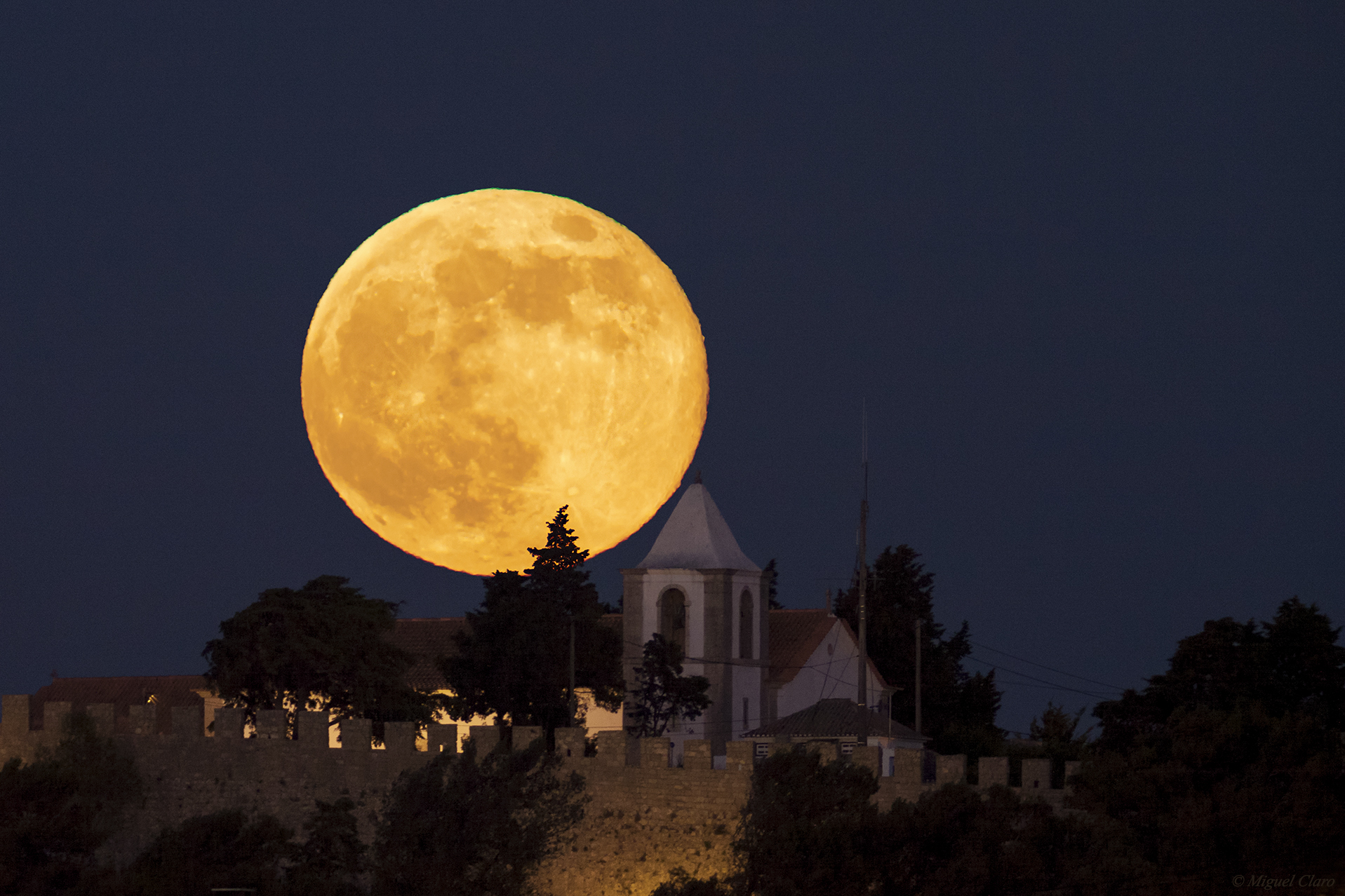 <h5>The Super Full Moon of 2013</h5>