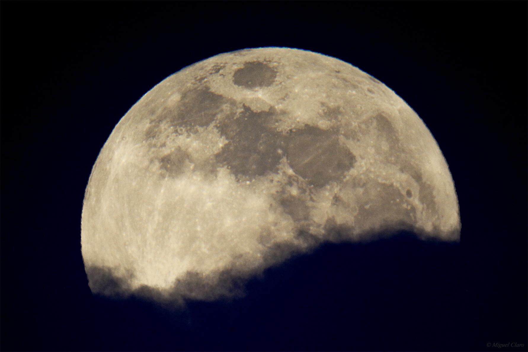 <h5>Big Full Moon</h5>