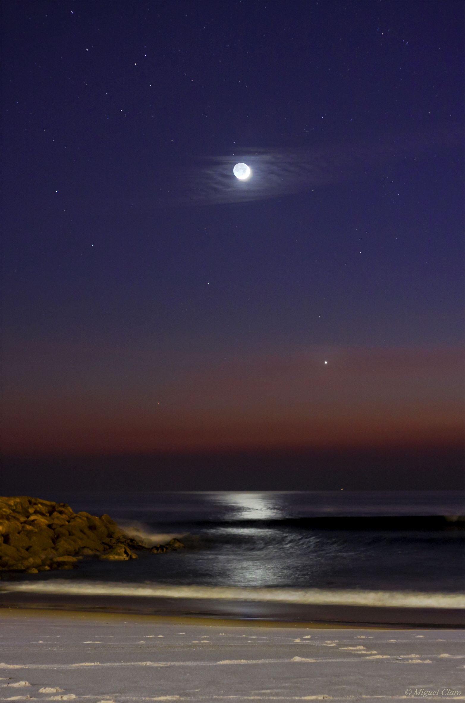 <h5>Crescent Moon and Venus at the Ocean</h5>
