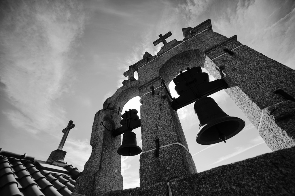 """<h5>Menção Honrosa: """"Toque a Rebate"""", Igreja de Santa Marinha</h5><p>António Alves Tedim - """"Pinhole""""</p>"""