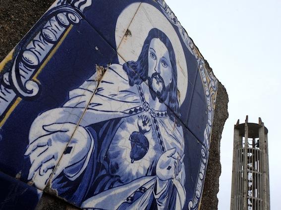 """<h5>Menção Honrosa: """"Blue Jesus"""", Outeiro</h5><p>José Pedro Fonseca Martins - """"Maria José Piedade""""</p>"""
