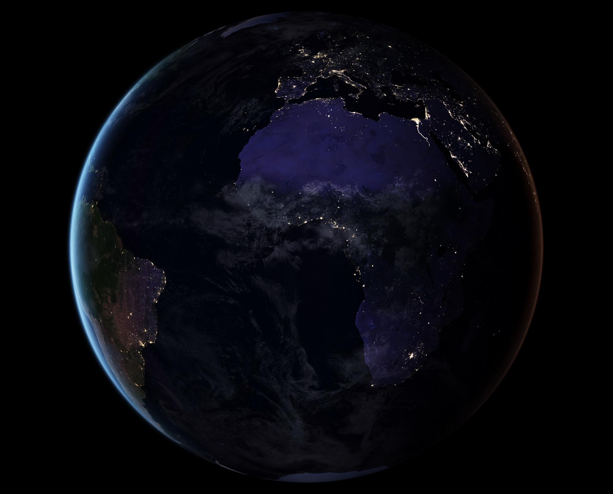 <h5>Europa e África</h5><p>Vista dos continentes europeu e africano à noite. Fonte: NASA</p>