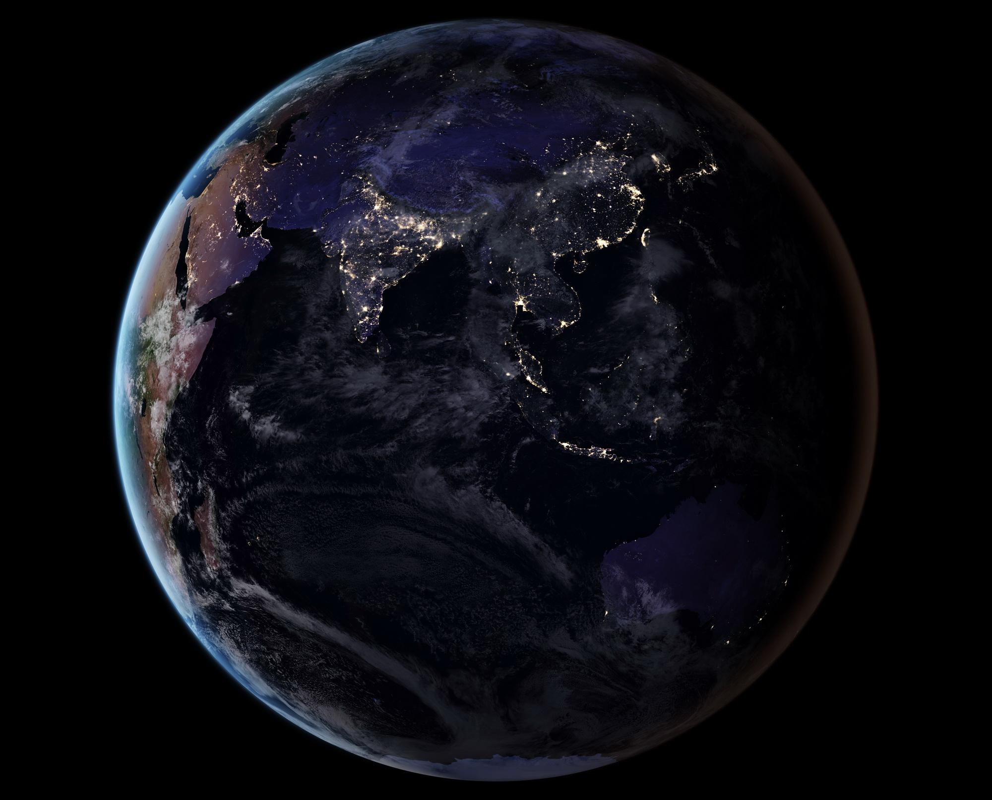<h5>Ásia</h5><p>Vista do continente asiático à noite. Fonte: NASA</p>