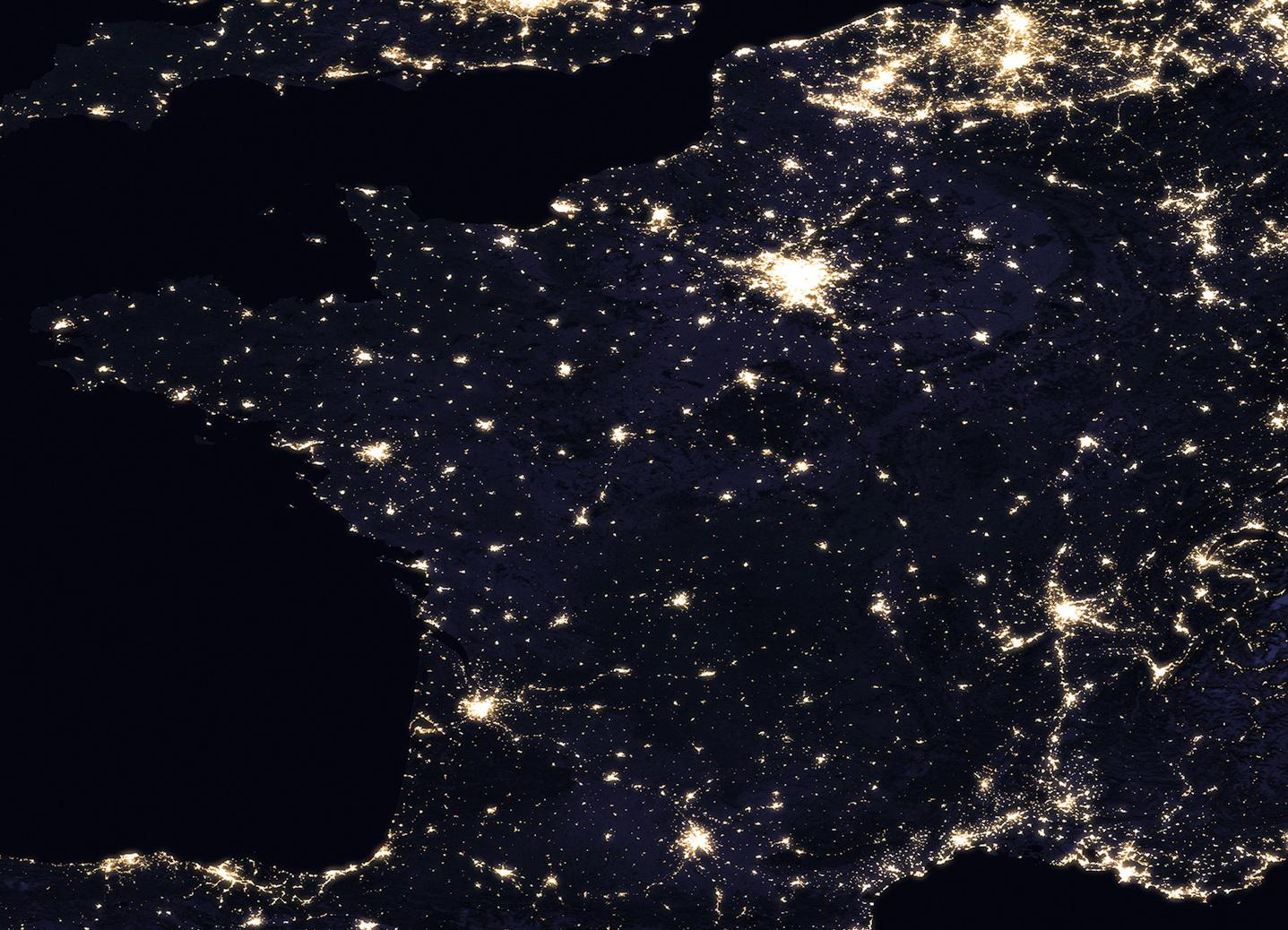 <h5>França</h5><p>Vista da França à noite. Fonte: NASA</p>