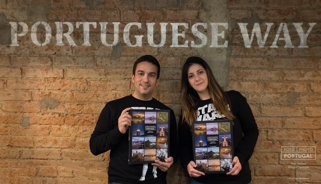 <h5>Joel Santos e Magali Tarouca com livro «FOTO | PHOTO PORTUGAL» © www.photoportugal.net</h5>
