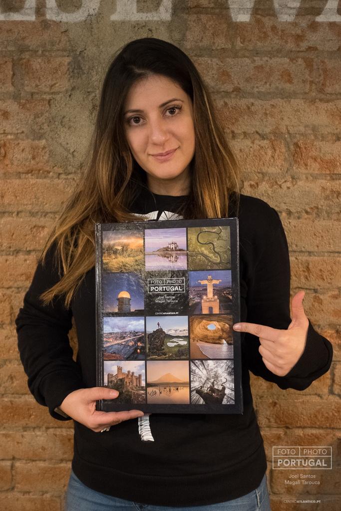 <h5>Magali Tarouca com livro«FOTO | PHOTO PORTUGAL» © www.photoportugal.net</h5>