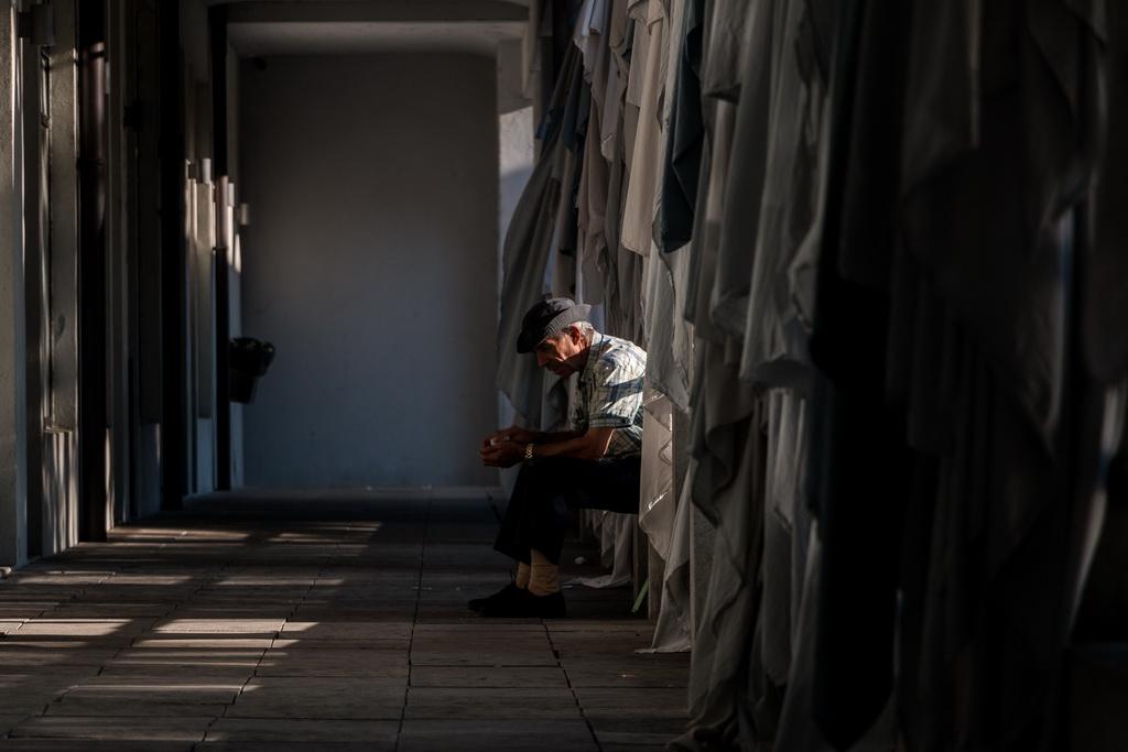 """<h5>Menção honrosa – """"Contrição"""" de Nuno Alexandre Macedo de Castro</h5><p>Prémio: Curso Básico de Fotografia a Preto e Branco (8 semanas) lecionado no Cineclube de Guimarães, oferta da Secção de Fotografia do Cineclube de Guimarães</p>"""