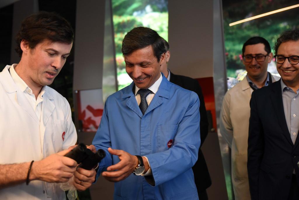 <h5>Visita às instalações da Leica Portugal</h5><p>Visita oficial do Presidente da Câmara Municipal de Famalicão, no âmbito do Roteiro Pela Inovação, às instalações da Leica em Lousado, no concelho de Vila Nova de Famalicão, Portugal, no passado dia 31 de Janeiro de 2020.</p>